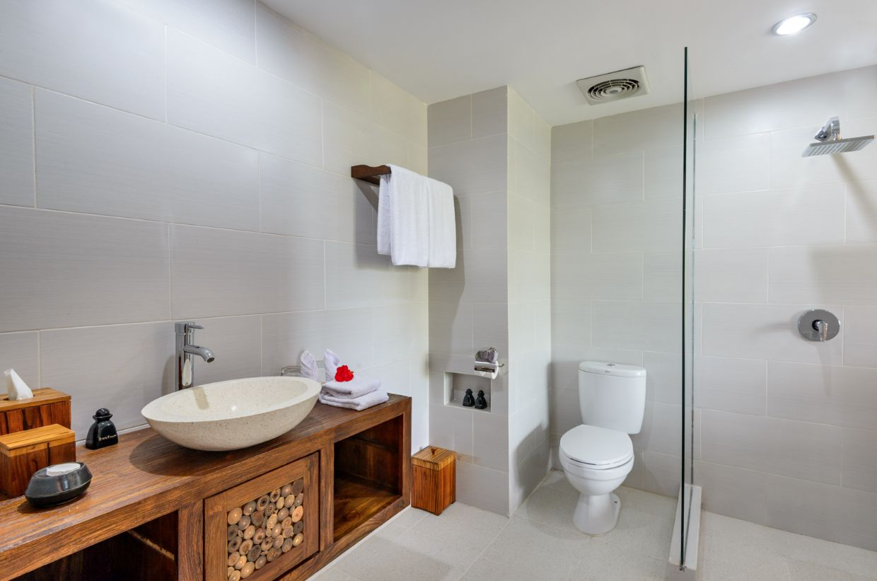 Karma Mayura Deluxe Accommodation Bathroom