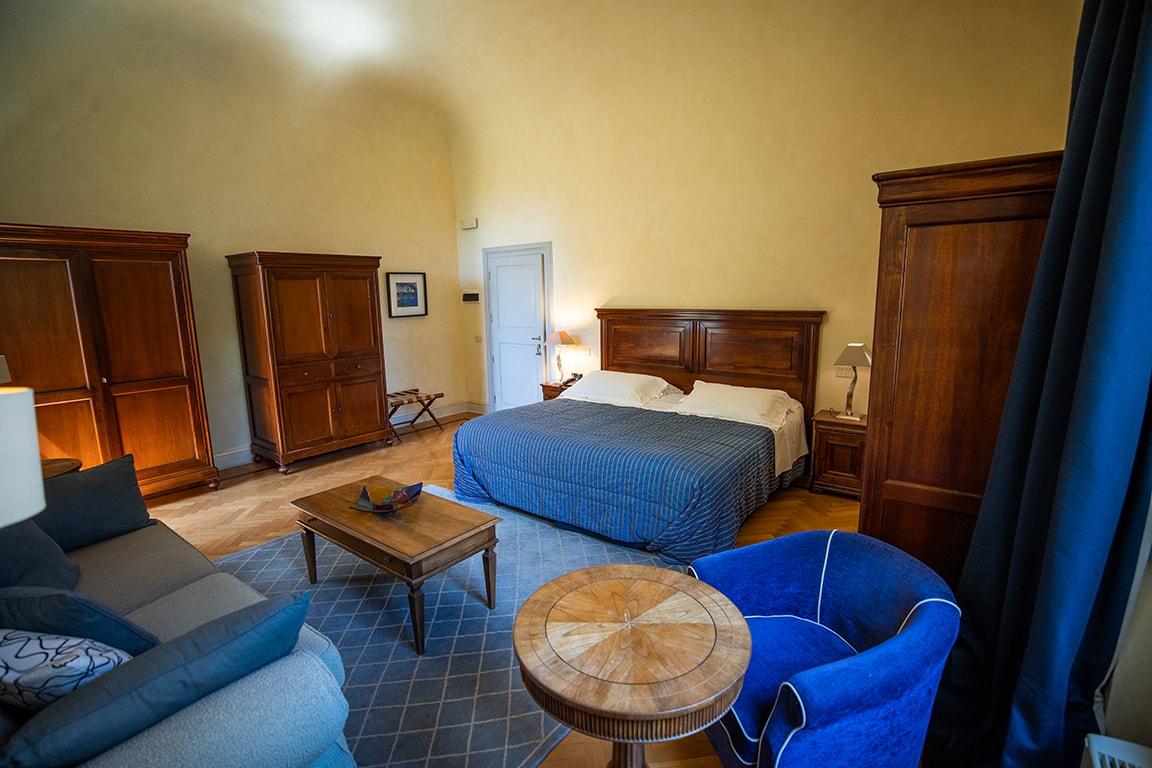 karma-tuscany-bedroom-min