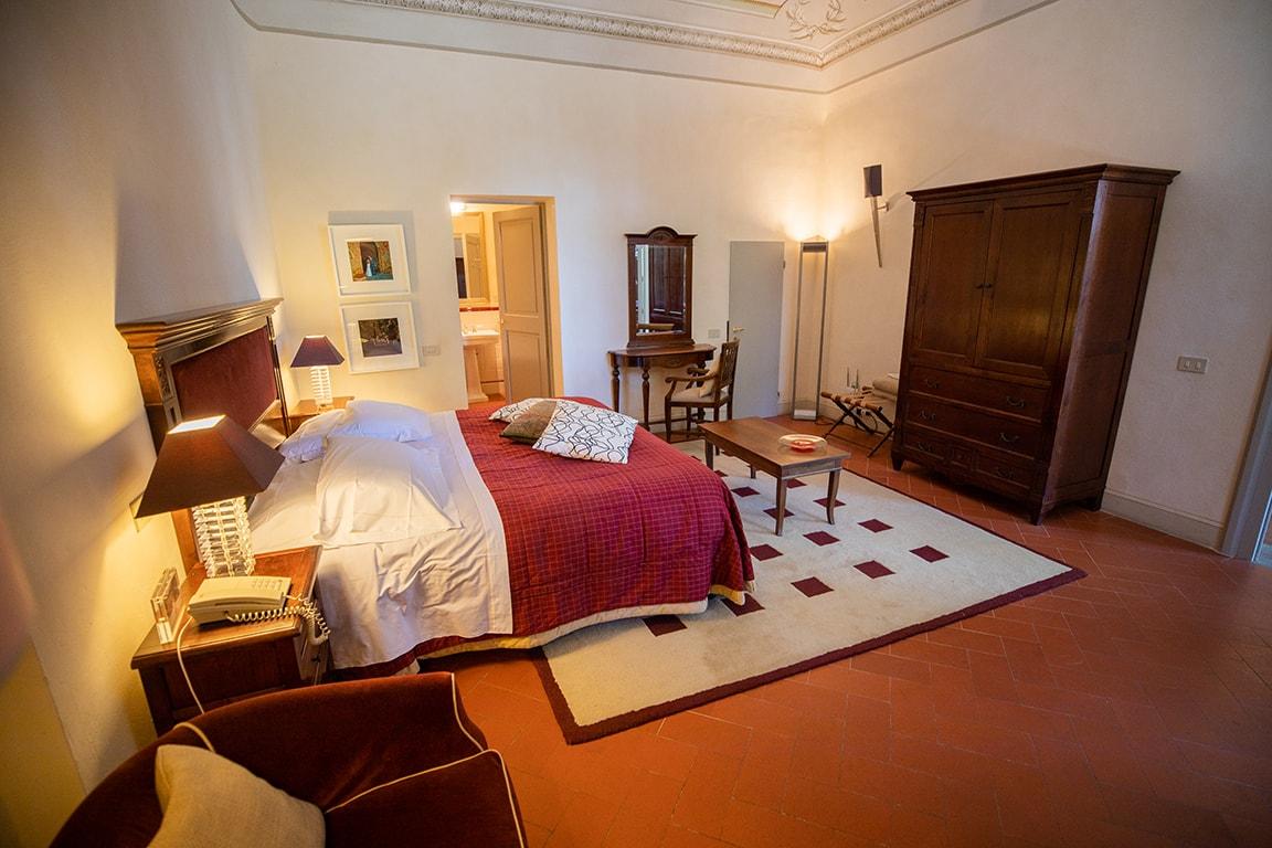 karma-tuscany-bedroom-6-min