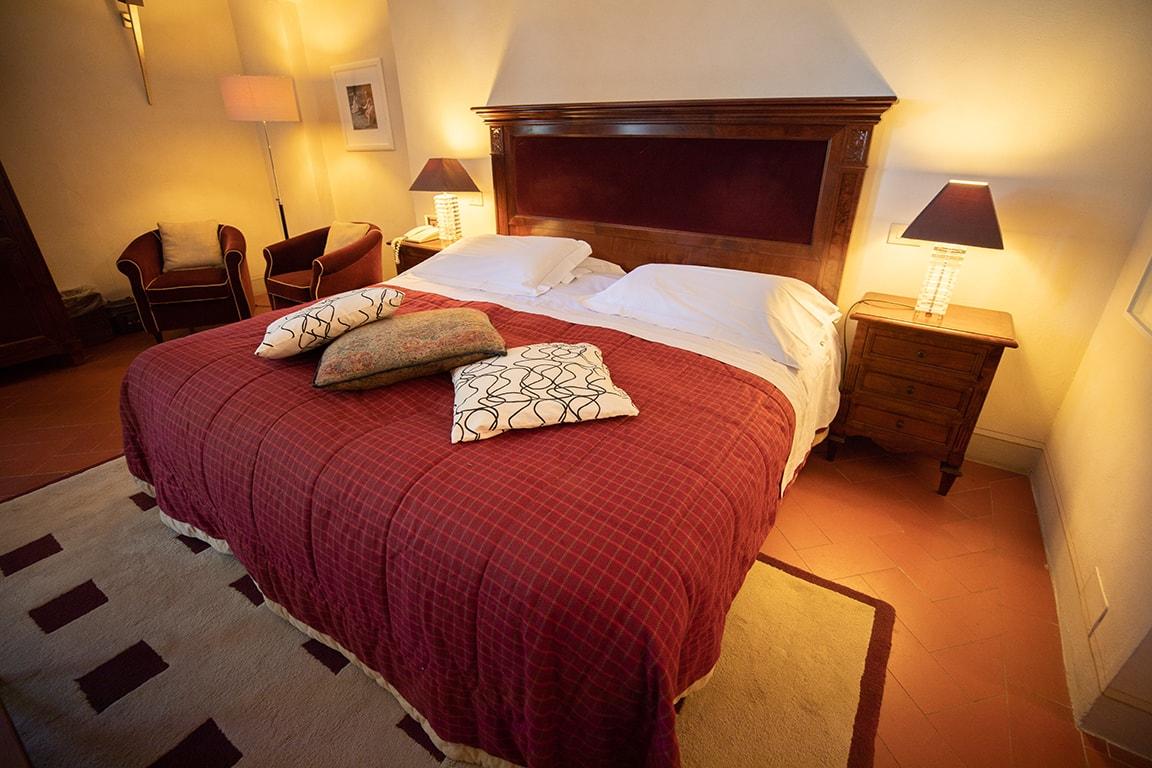 karma-tuscany-bedroom-5-min