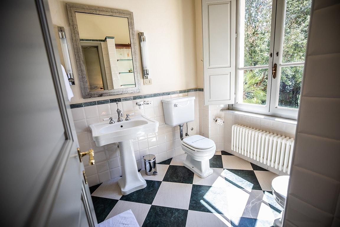 karma-tuscany-bathroom-2-min
