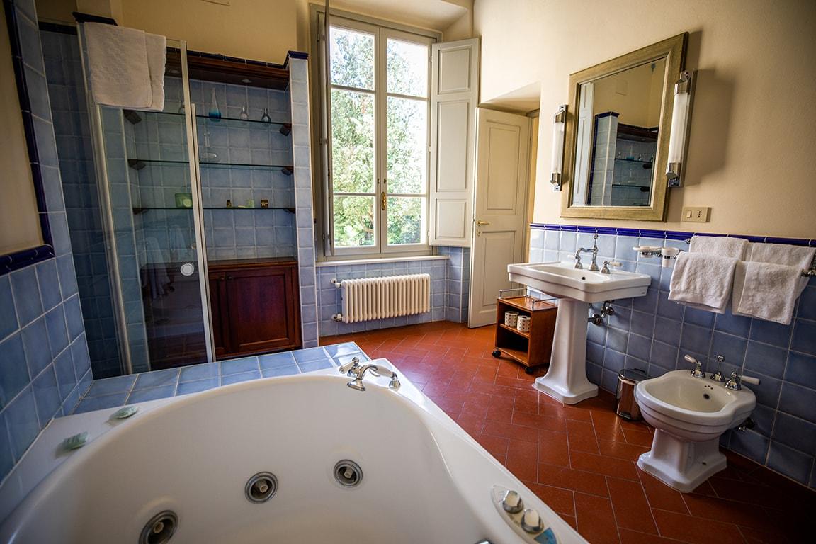 karma-tuscany-bathroom-min