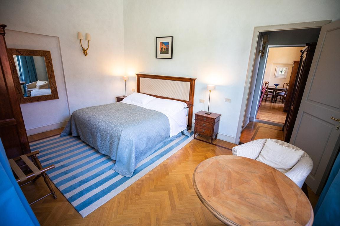 karma-tuscany-bedroom-3-min
