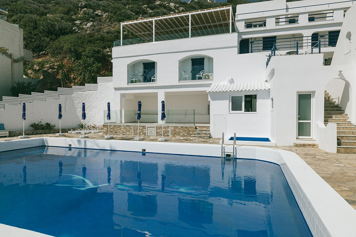 Karma Minoan Pool