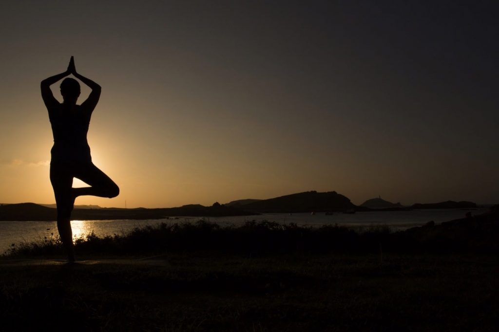 silhouette do exercise, feel great Karma yoga and Treatment