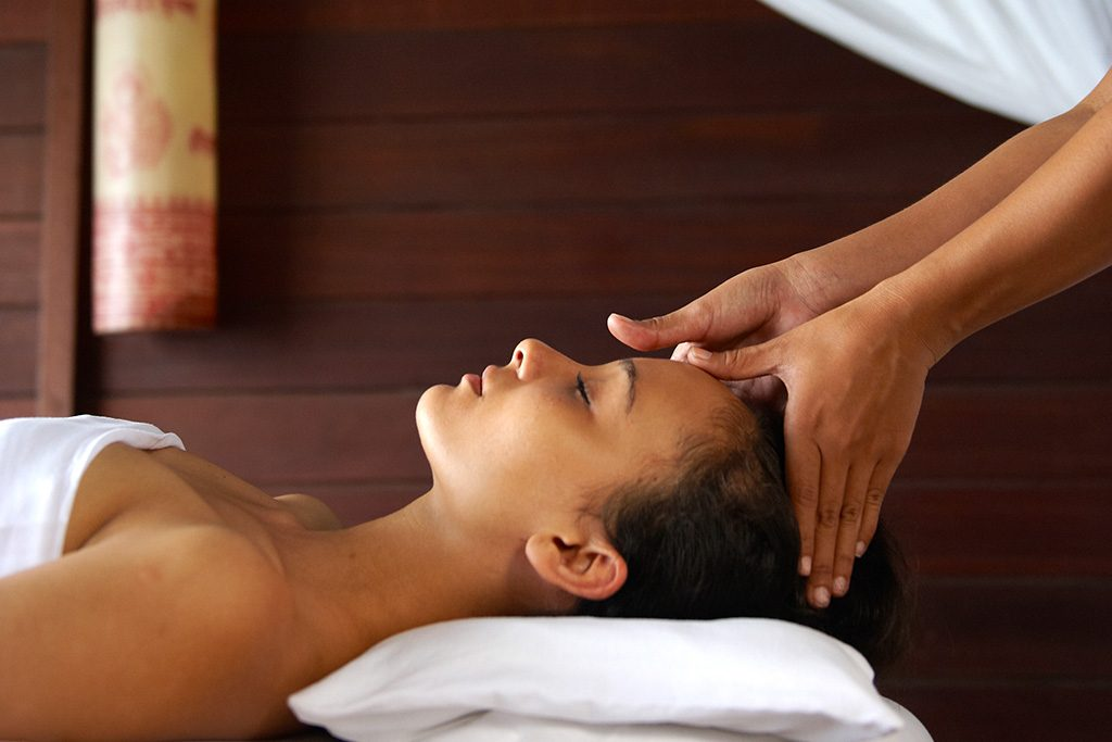 relaxing and treat the body with professional karma spa service